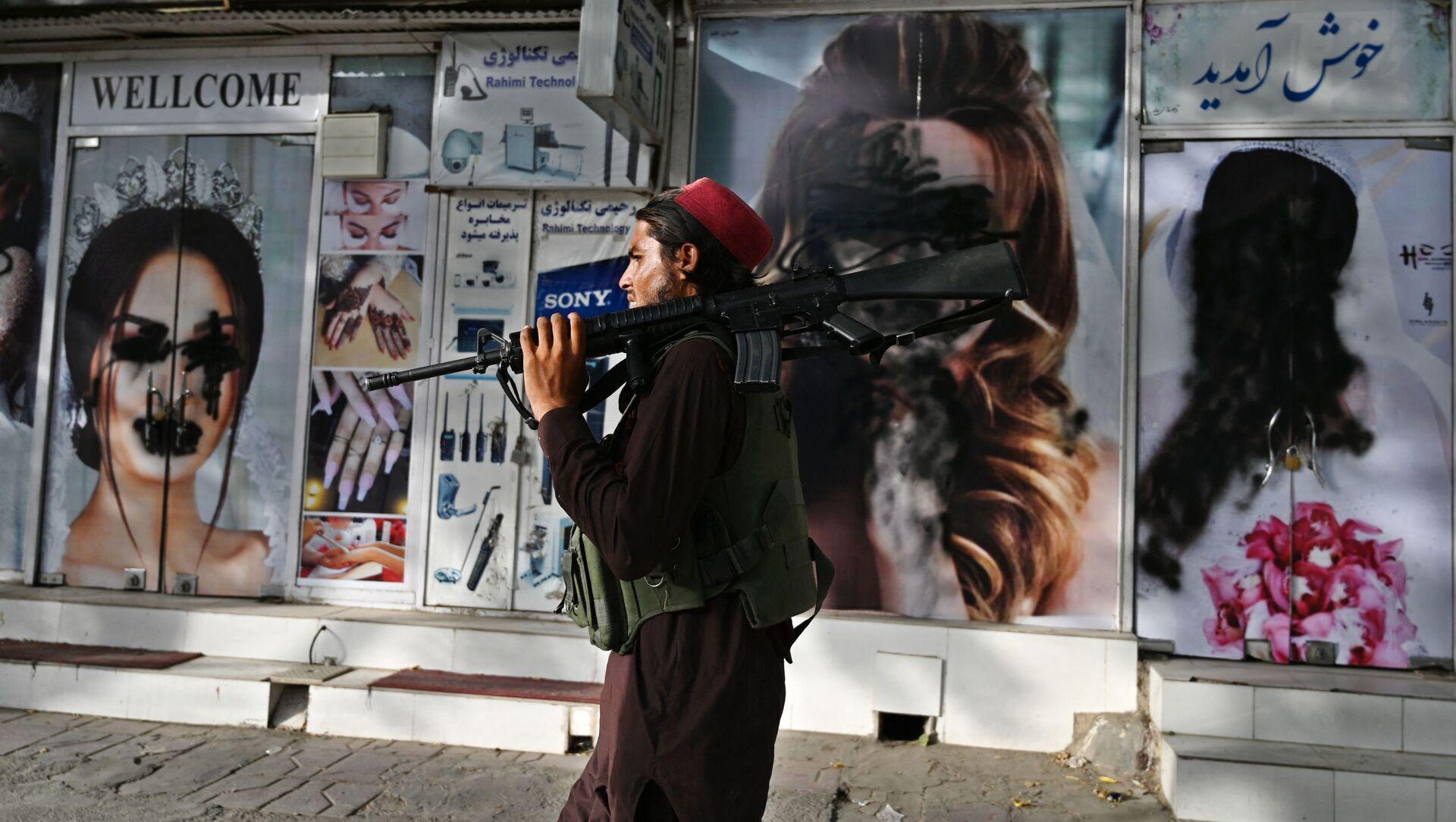 Боевики движения Талибан (террористическая группировка, запрещеннфая в РФ) в Кабуле, 18 авгутса 2021 года - Sputnik Azərbaycan, 1920, 19.08.2021