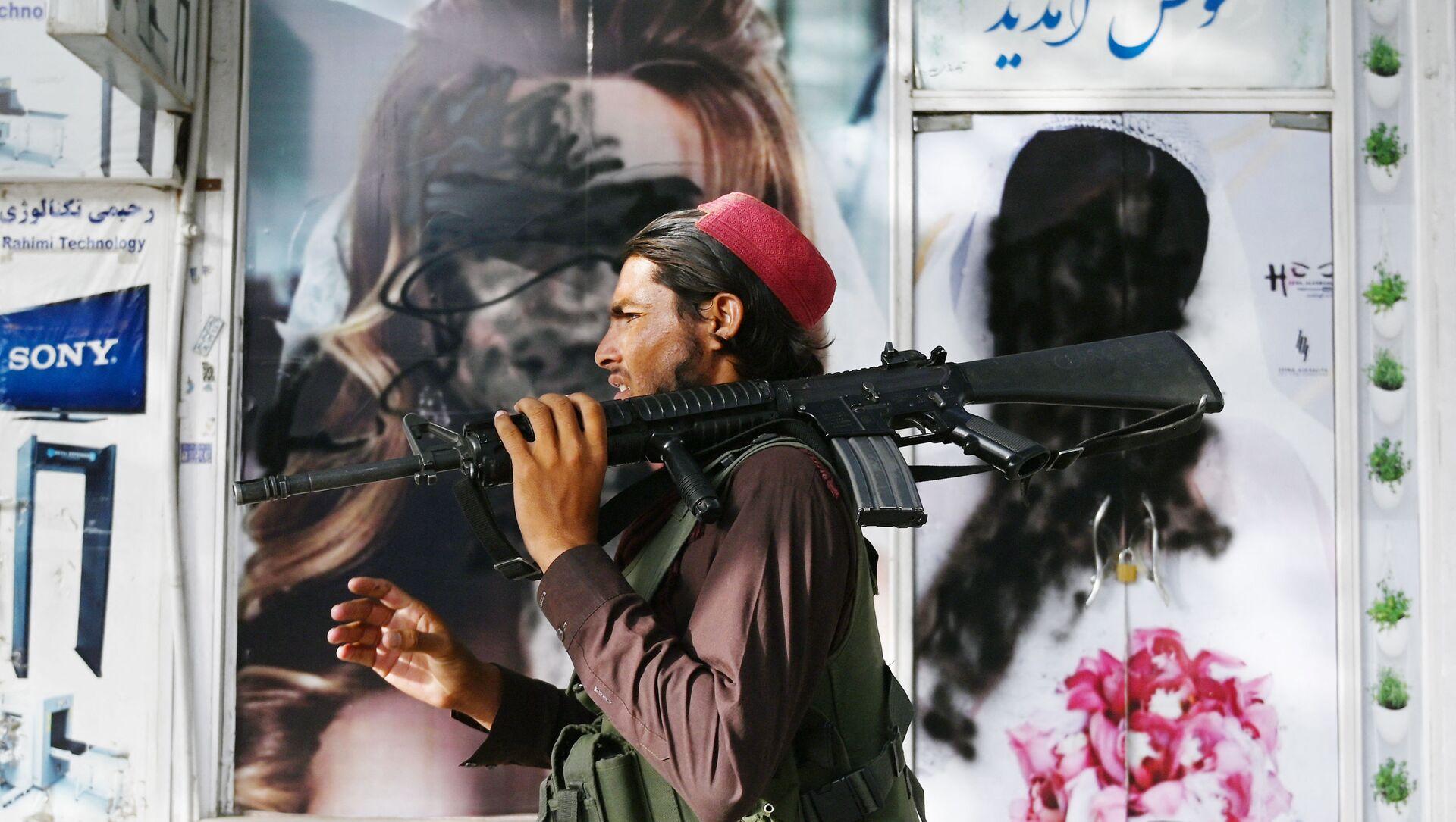 Боевики движения Талибан (террористическая группировка, запрещеннфая в РФ) в Кабуле, 18 авгутса 2021 года - Sputnik Azərbaycan, 1920, 26.08.2021