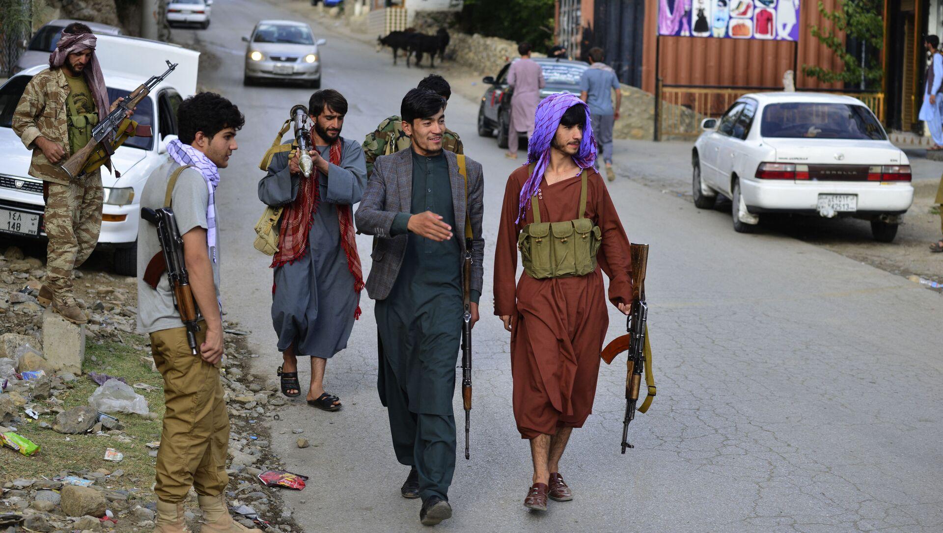 Боевики движения Талибан (террористическая группировка, запрещеннфая в РФ) в Кабуле, 18 авгутса 2021 года - Sputnik Азербайджан, 1920, 26.08.2021