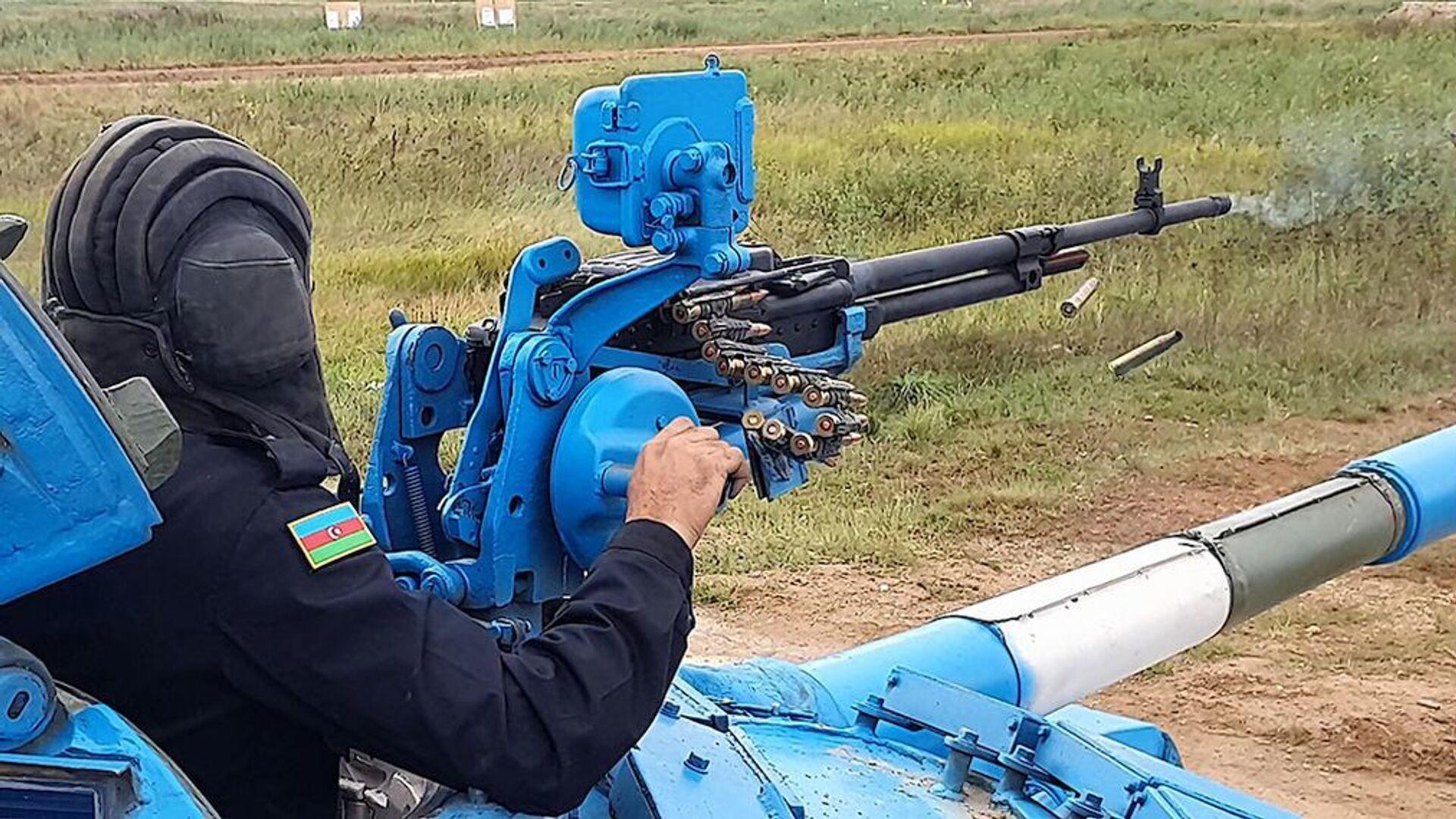 Азербайджанские танкисты продолжают подготовку к конкурсу Танковый биатлон - Sputnik Азербайджан, 1920, 01.10.2021