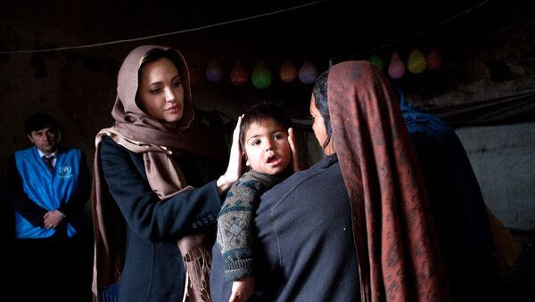 Анджелина Джоли в Кабуле, фото из архива - Sputnik Азербайджан