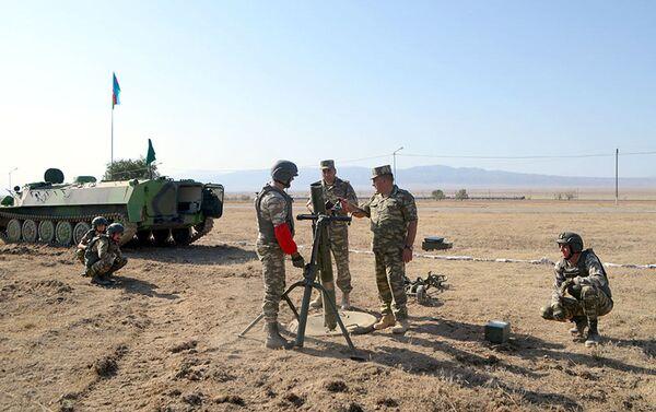 Азербайджанские военнослужащие ведут подготовку к конкурсу «Мастера артиллерийского огня» - Sputnik Азербайджан