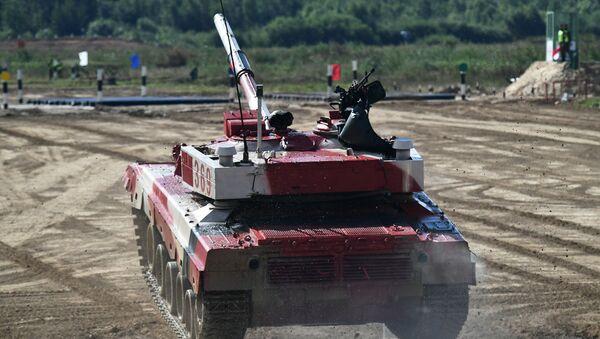 Танк Т-72Б3 команды военнослужащих Китая во время соревнований танковых экипажей в рамках конкурса Танковый биатлон-2021  - Sputnik Азербайджан