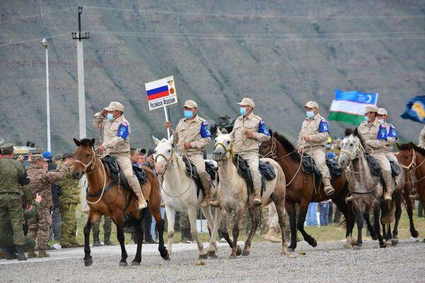 Два международных конкурса «Военное ралли» и «Конный марафон» стартовали в Кызыле в рамках Армейских международных игр-2021.  - Sputnik Азербайджан