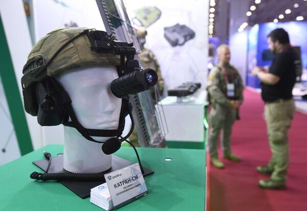 Носимая тепловизионная камера Катран-СМ, представленная в выставочной экспозиции на Международном форуме АРМИЯ-2021 в Конгрессно-выставочном центре Патриот. - Sputnik Азербайджан