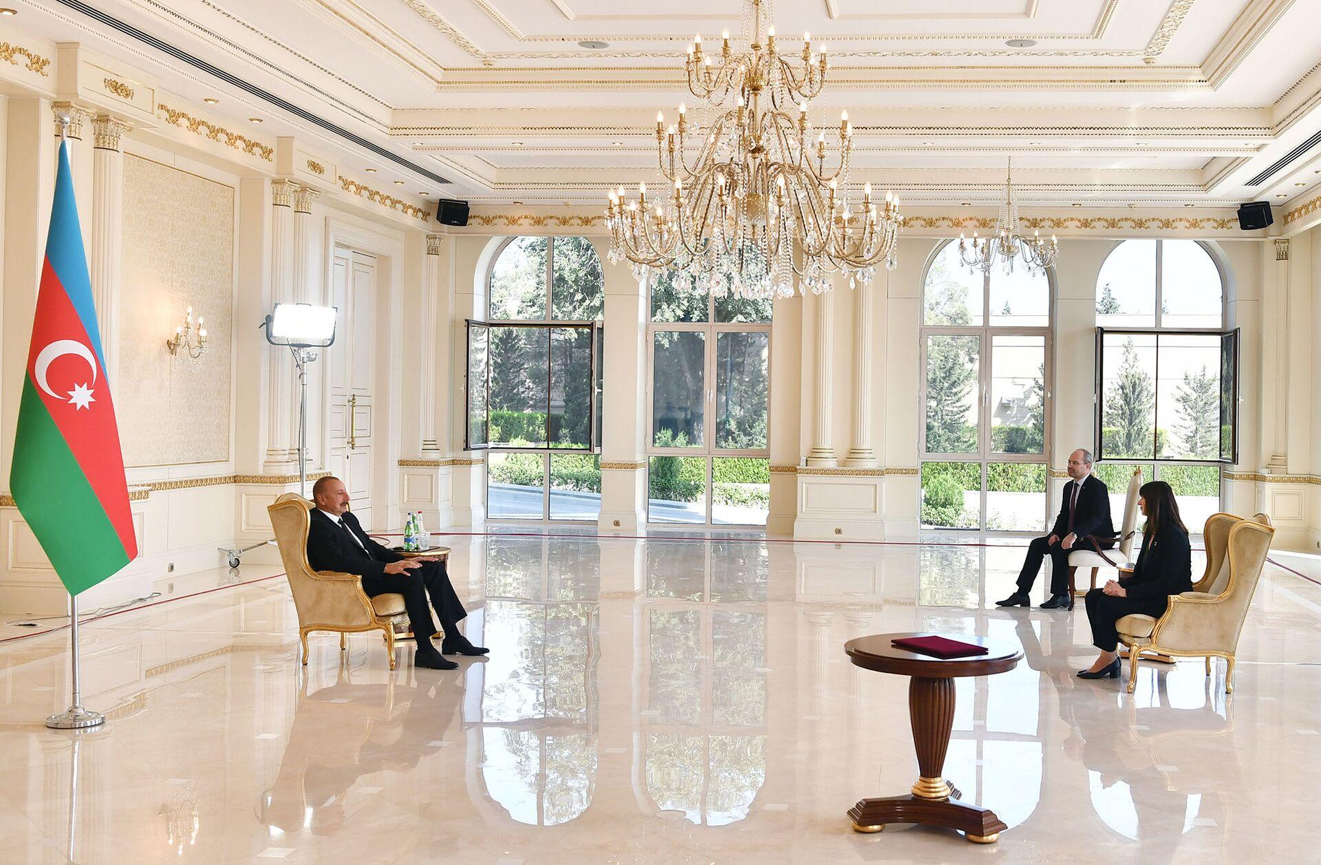 Президент Ильхам Алиев принял новоназначенного резидента-координатора ООН в Азербайджане - Sputnik Азербайджан, 1920, 01.10.2021