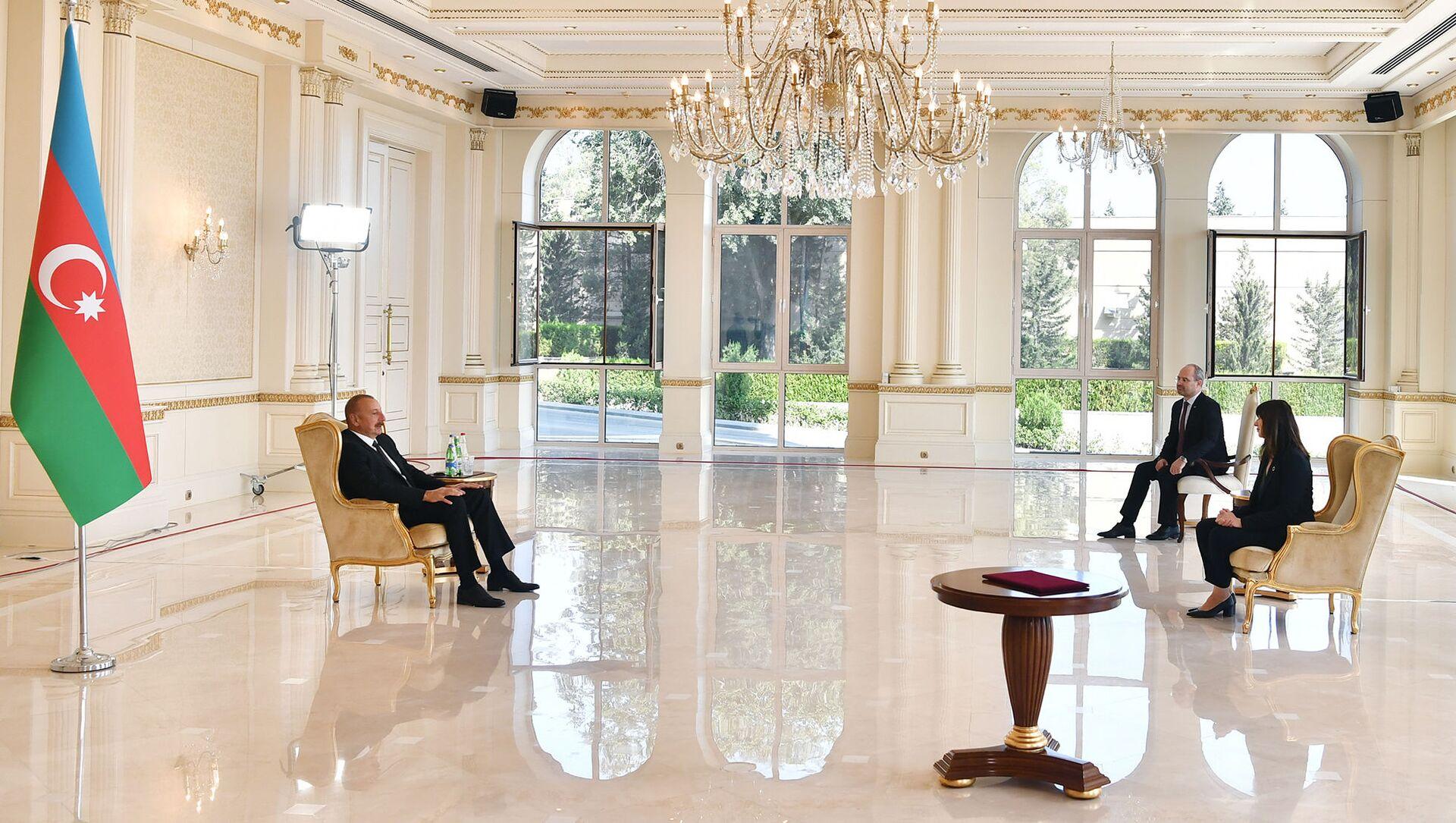 Президент Ильхам Алиев принял новоназначенного резидента-координатора ООН в Азербайджане - Sputnik Azərbaycan, 1920, 24.08.2021