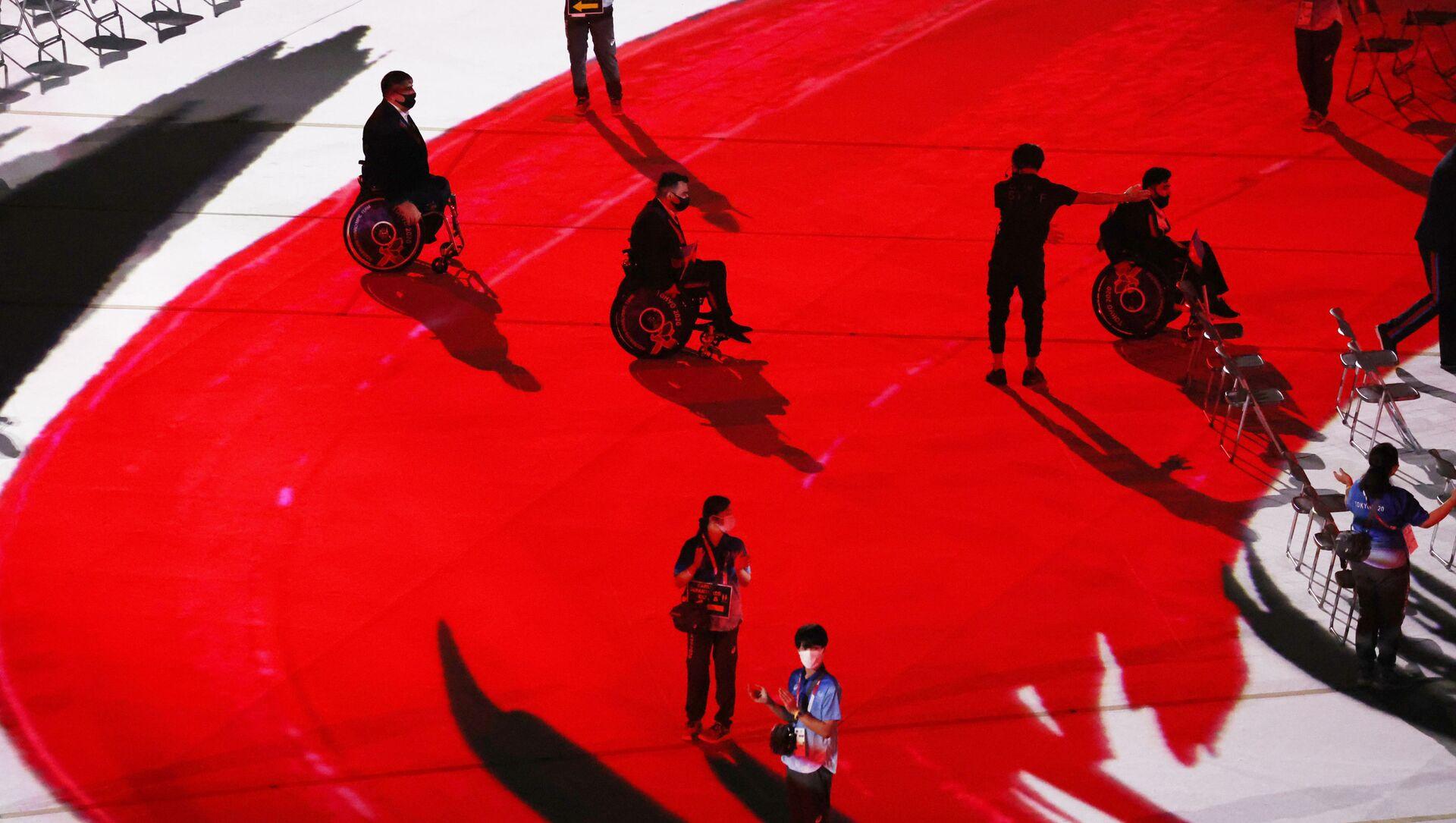 Азербайджанские спортсмены во время парада на церемонии открытия Паралимпийских игр 2020 года в Токио - Sputnik Azərbaycan, 1920, 05.09.2021