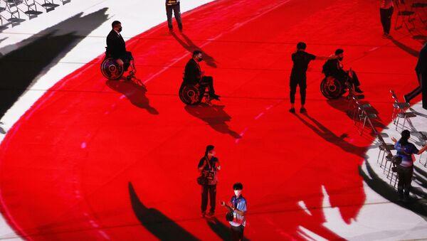 Азербайджанские спортсмены во время парада на церемонии открытия Паралимпийских игр 2020 года в Токио - Sputnik Азербайджан