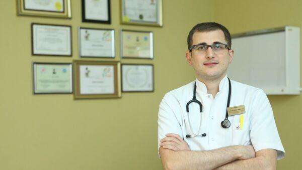 Səhiyyə Nazirliyinin baş pediatrı Erkin Rəhimov - Sputnik Azərbaycan