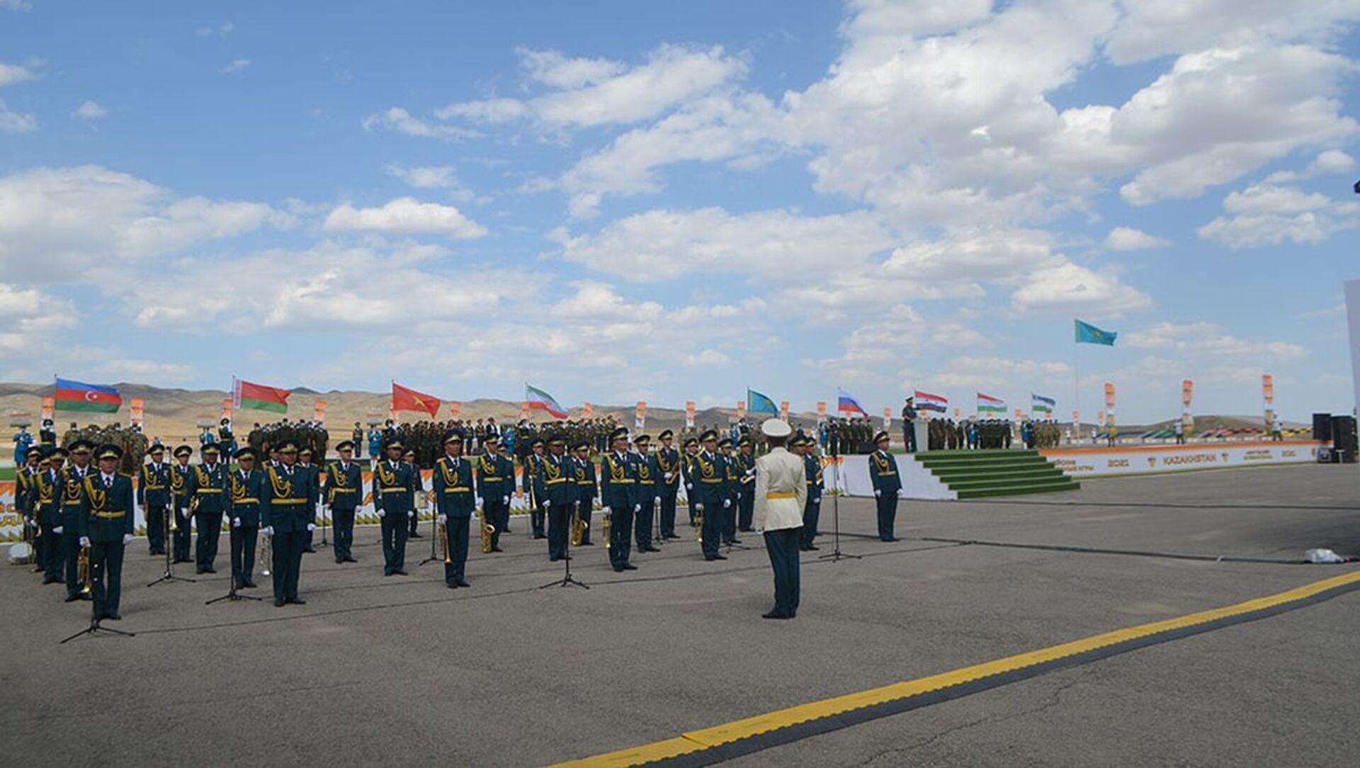 В Казахстане состоялась церемония открытия конкурса Мастера артиллерийского огня - Sputnik Азербайджан, 1920, 25.08.2021