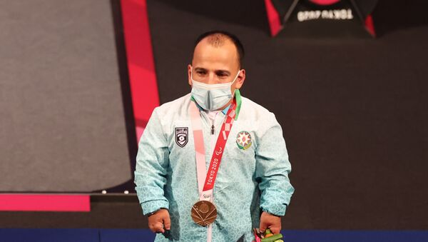 Азербайджанский пауэрлифтер Парвин Мамедов на Паралимпийских играх Токио-2020 - Sputnik Азербайджан
