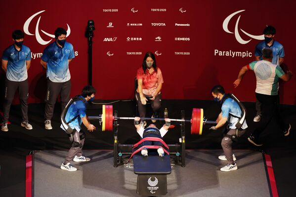 Пауэрлифтингист Парвин Мамедов - бронзовый призер Паралимпийских игр Токио -2020. - Sputnik Азербайджан