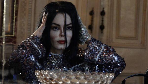 Азербайджанская актриса больше 10 лет перевоплощается в Майкла Джексона - Sputnik Азербайджан