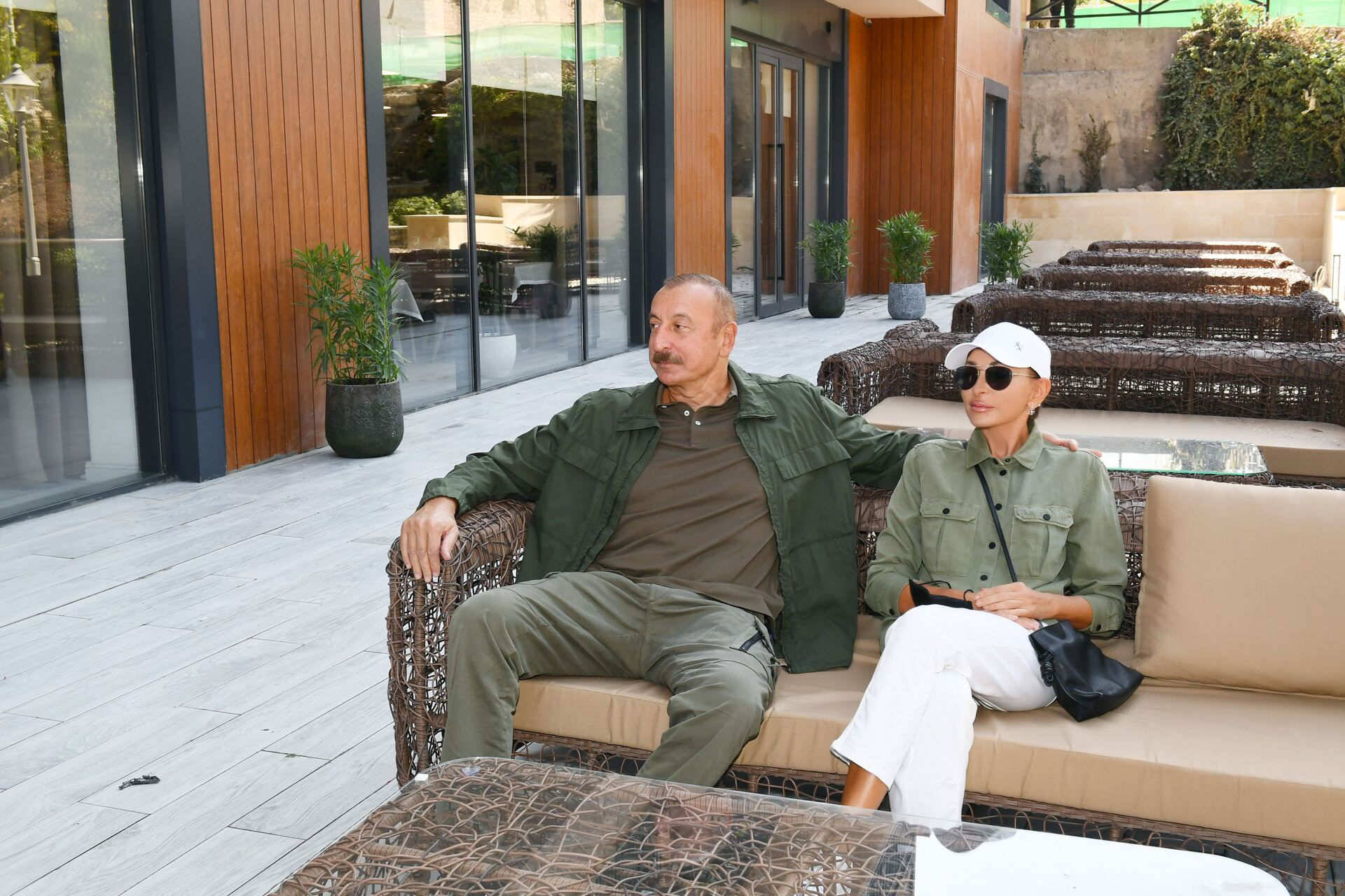 Президент Ильхам Алиев и первая леди Мехрибан Алиева приняли участие в открытии отеля «Карабах» в Шуше  - Sputnik Азербайджан, 1920, 01.10.2021