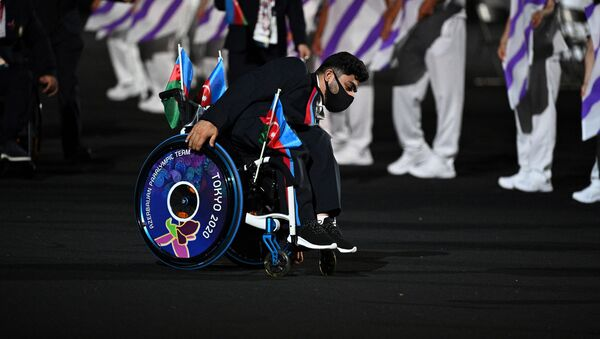 Член сборной Азербайджана прибыл на церемонию открытия Паралимпийских игр 2020 года в Токио в Токио 24 августа 2021 года - Sputnik Азербайджан