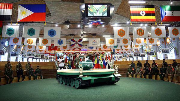 Жеребьевка команд-участниц полуфинала конкурса «Танковый биатлон» - Sputnik Азербайджан