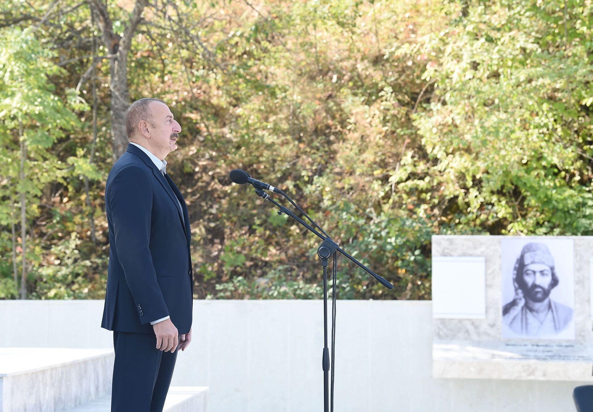 Prezident İlham Əliyev Şuşada Vaqif Poeziya Günlərinin açılışında - Sputnik Азербайджан, 1920, 01.10.2021
