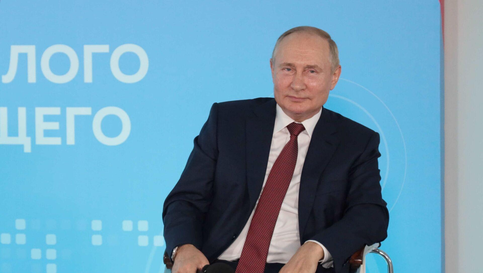 Президент РФ В. Путин провел встречу со школьниками - Sputnik Азербайджан, 1920, 01.09.2021