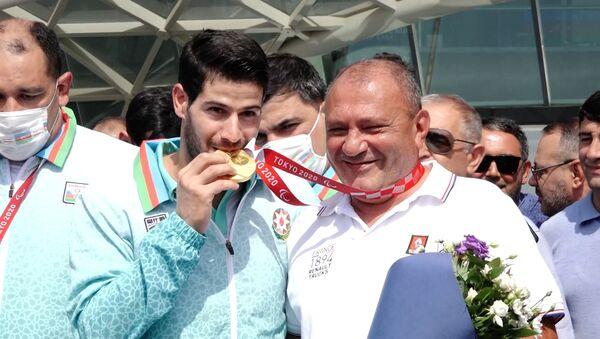 Золотых паралимпийцев торжественно встретили в Баку - видео - Sputnik Азербайджан