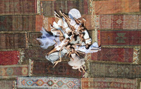 Новая коллекция The Great Return (Великое Возращение) норвежского дизайнера Шервина Наджафпура - Sputnik Азербайджан