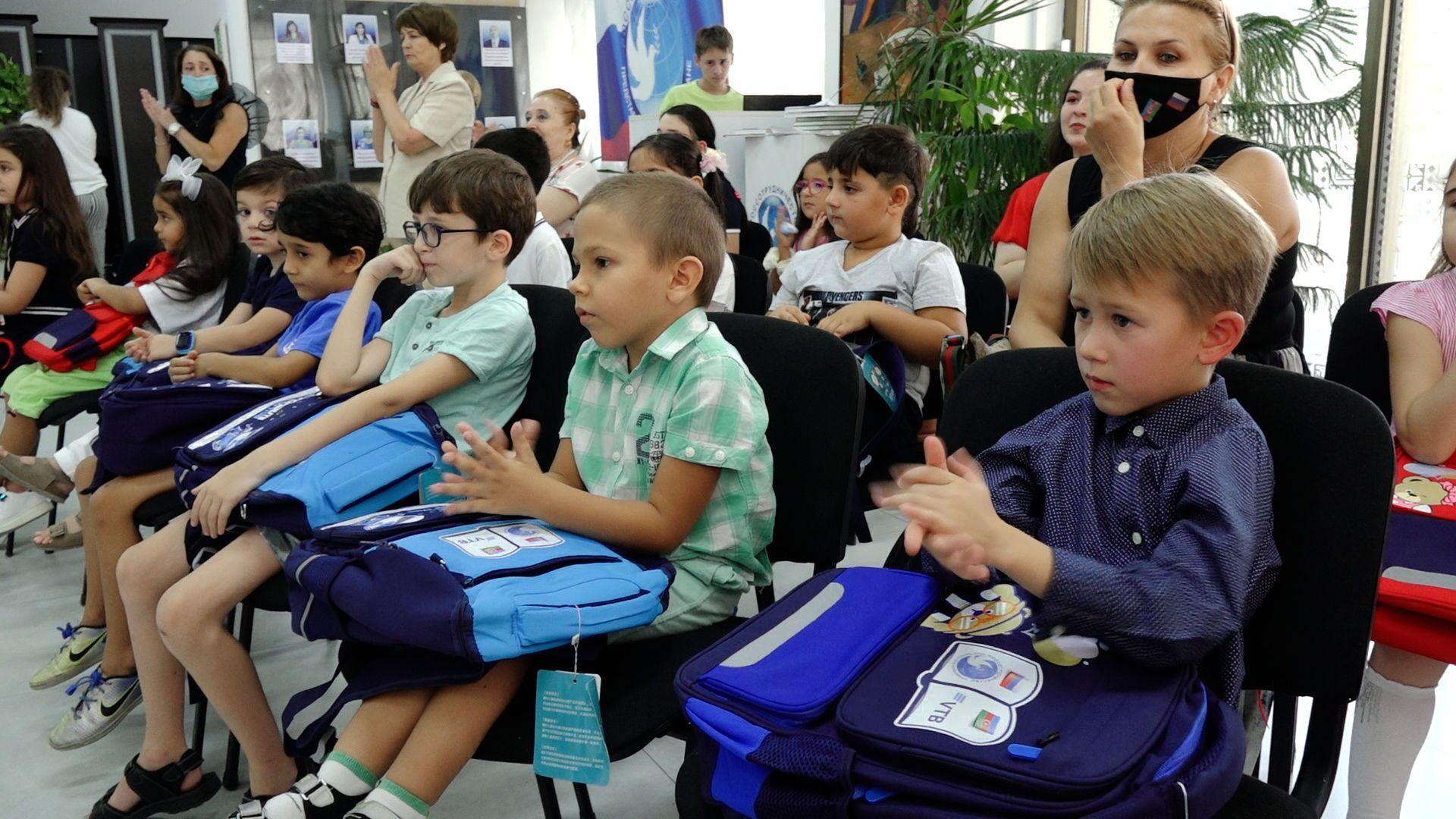 В РИКЦ запустили акцию Помоги собрать ребенка в школу - Sputnik Азербайджан, 1920, 01.10.2021