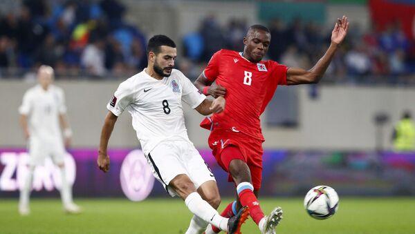 Игровой момент в матче Люксембург-Азербайджан - Sputnik Азербайджан