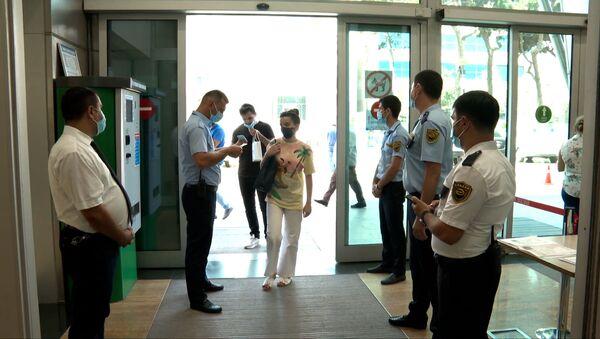 Без ковид-паспорта никуда. В Азербайджане вступили в силу новые ограничения - Sputnik Азербайджан
