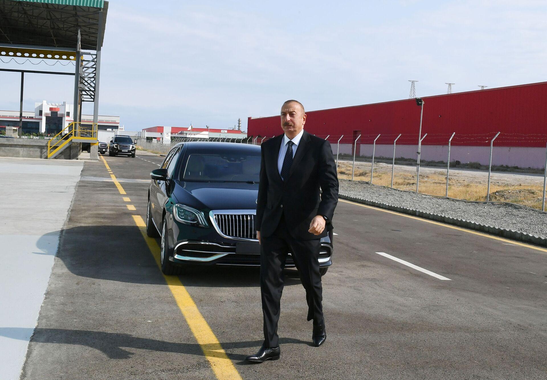 Президент Ильхам Алиев принял участие в открытии ООО Азмонбат в Сумгайытском химическом промышленном парке - Sputnik Азербайджан, 1920, 01.10.2021