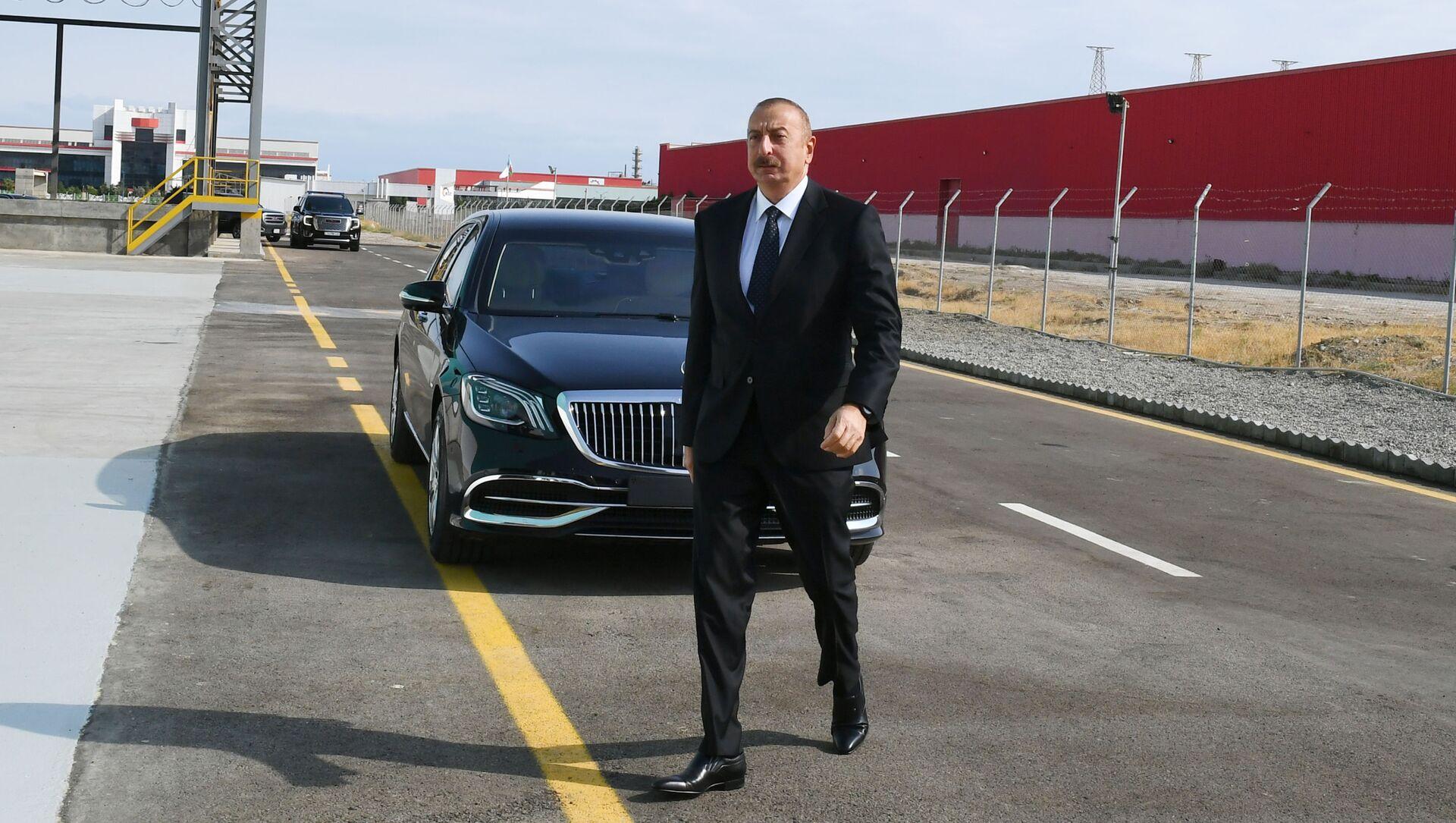 Президент Ильхам Алиев принял участие в открытии ООО Азмонбат в Сумгайытском химическом промышленном парке - Sputnik Azərbaycan, 1920, 03.09.2021