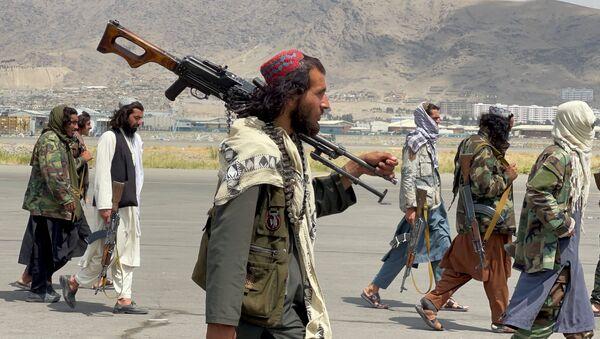Боевики движения Талибан (террористическая группировка, запрещеннфая в РФ) в Кабуле, 31 авгутса 2021 года - Sputnik Азербайджан