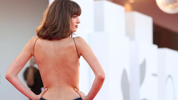 Итальянская модель и актриса Грета Ферро на церемонии открытия 78-го Венецианского международного кинофестиваля - Sputnik Azərbaycan