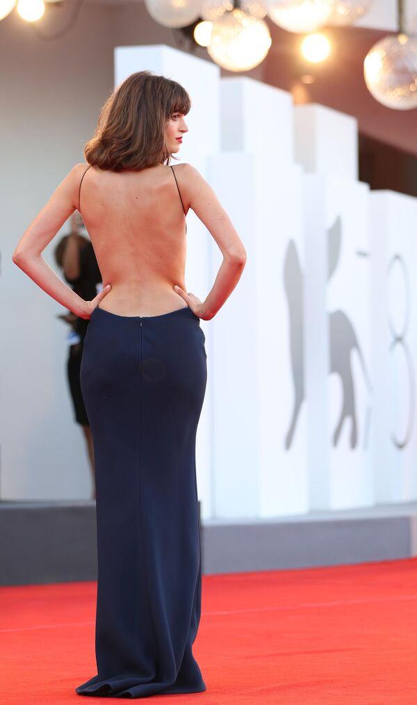 Итальянская модель и актриса Грета Ферро на церемонии открытия 78-го Венецианского международного кинофестиваля. - Sputnik Азербайджан