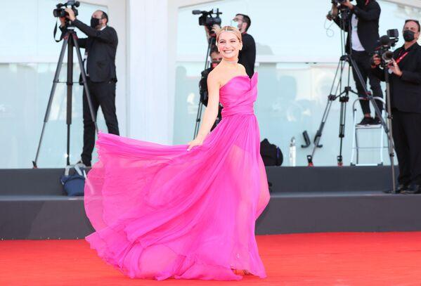 Итальянская актриса Марта Лосито на церемонии открытия 78-го Венецианского международного кинофестиваля. - Sputnik Азербайджан