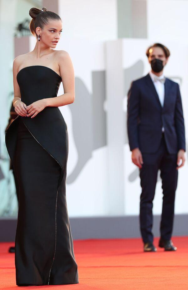 Модель и актриса Барбара Палвин на церемонии открытия 78-го Венецианского международного кинофестиваля. - Sputnik Азербайджан