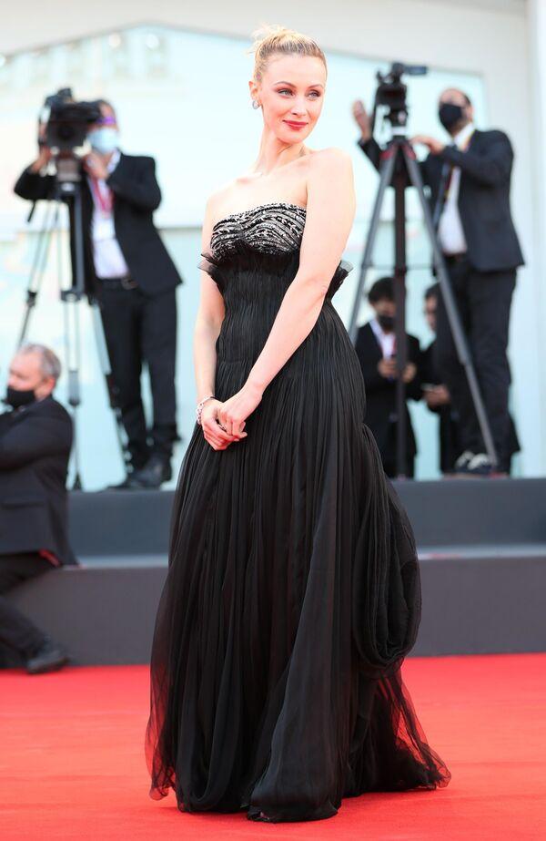 Член жюри, канадская актриса Сара Гадон на церемонии открытия 78-го Венецианского международного кинофестиваля. - Sputnik Азербайджан