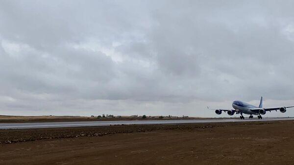 Bakıdan uçan Azərbaycan Hava Yolları na məxsus ən böyük Airbus A340-500 - Sputnik Азербайджан