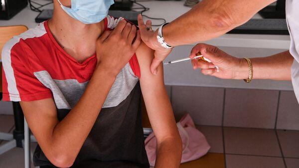 Вакцинация ребенка от коронавируса, фото из архива - Sputnik Азербайджан