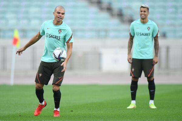Футболисты Сборной Португалии во время тренировки в Баку. - Sputnik Азербайджан