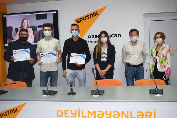 Каждому из них были вручены подарки и денежные призы. - Sputnik Азербайджан