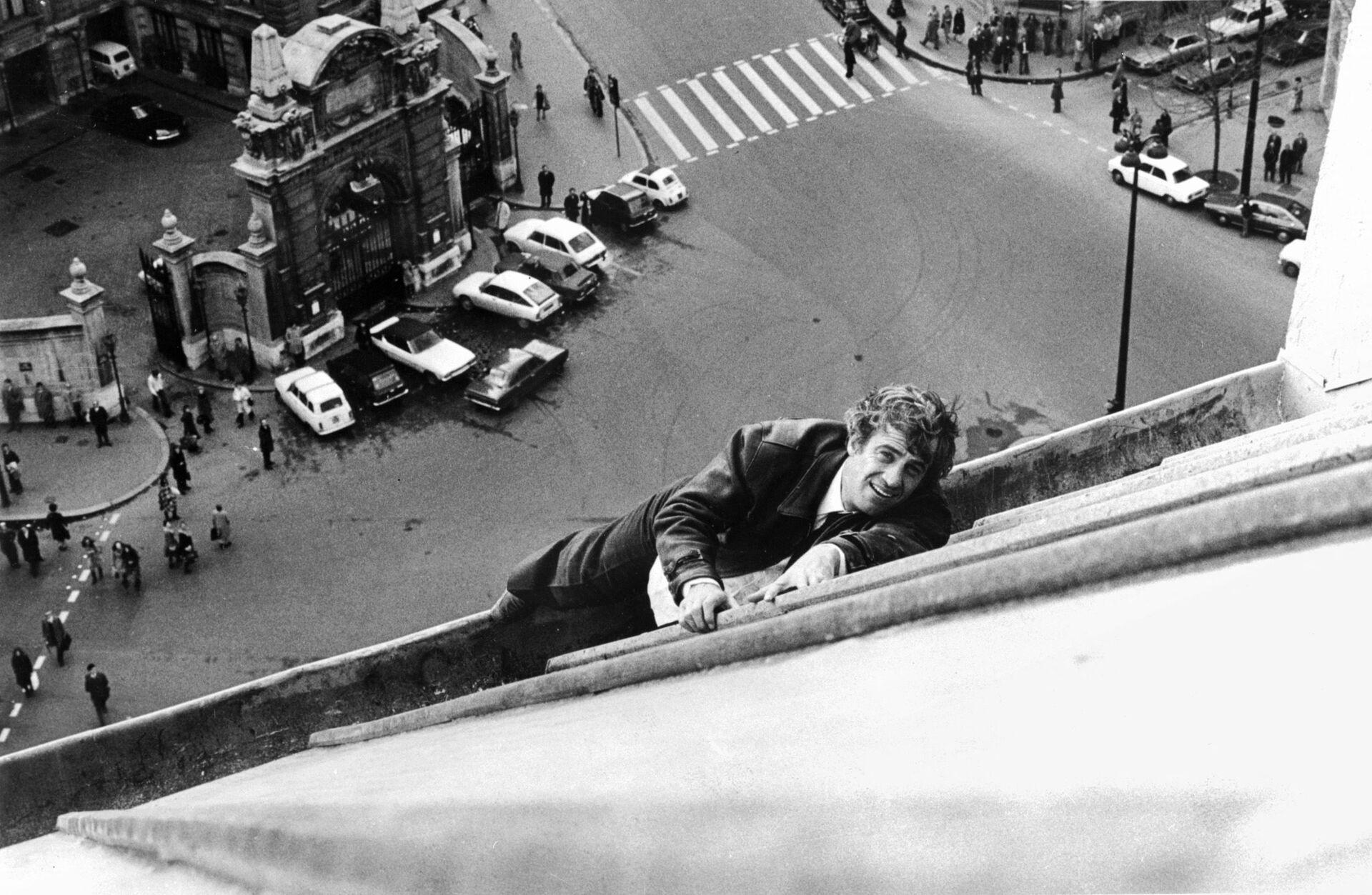 Жан-Поля Бельмондо на парижской крыше во время съемок фильма «Страх над городом», 1975 год  - Sputnik Азербайджан, 1920, 01.10.2021
