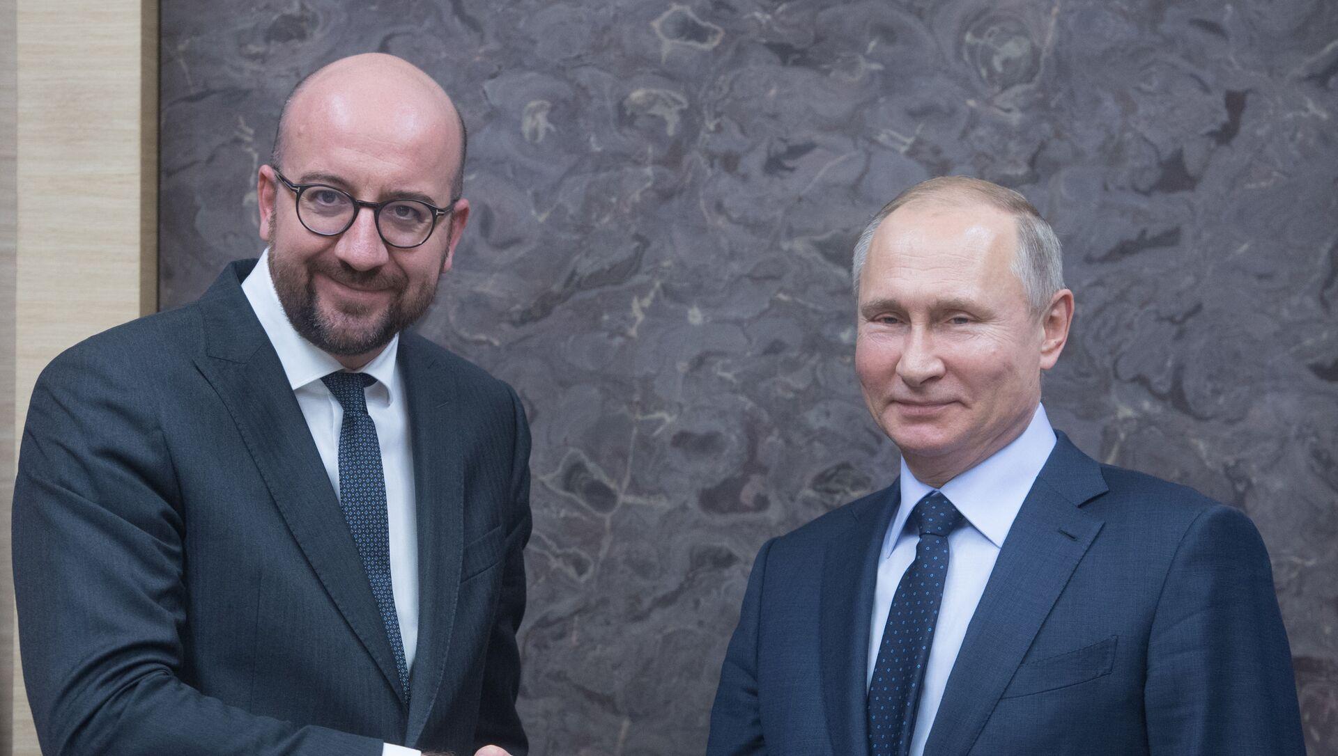 Президент РФ Владимир Путин и глава Евросовета Шарль Мишель (слева), фото из архива - Sputnik Азербайджан, 1920, 08.09.2021