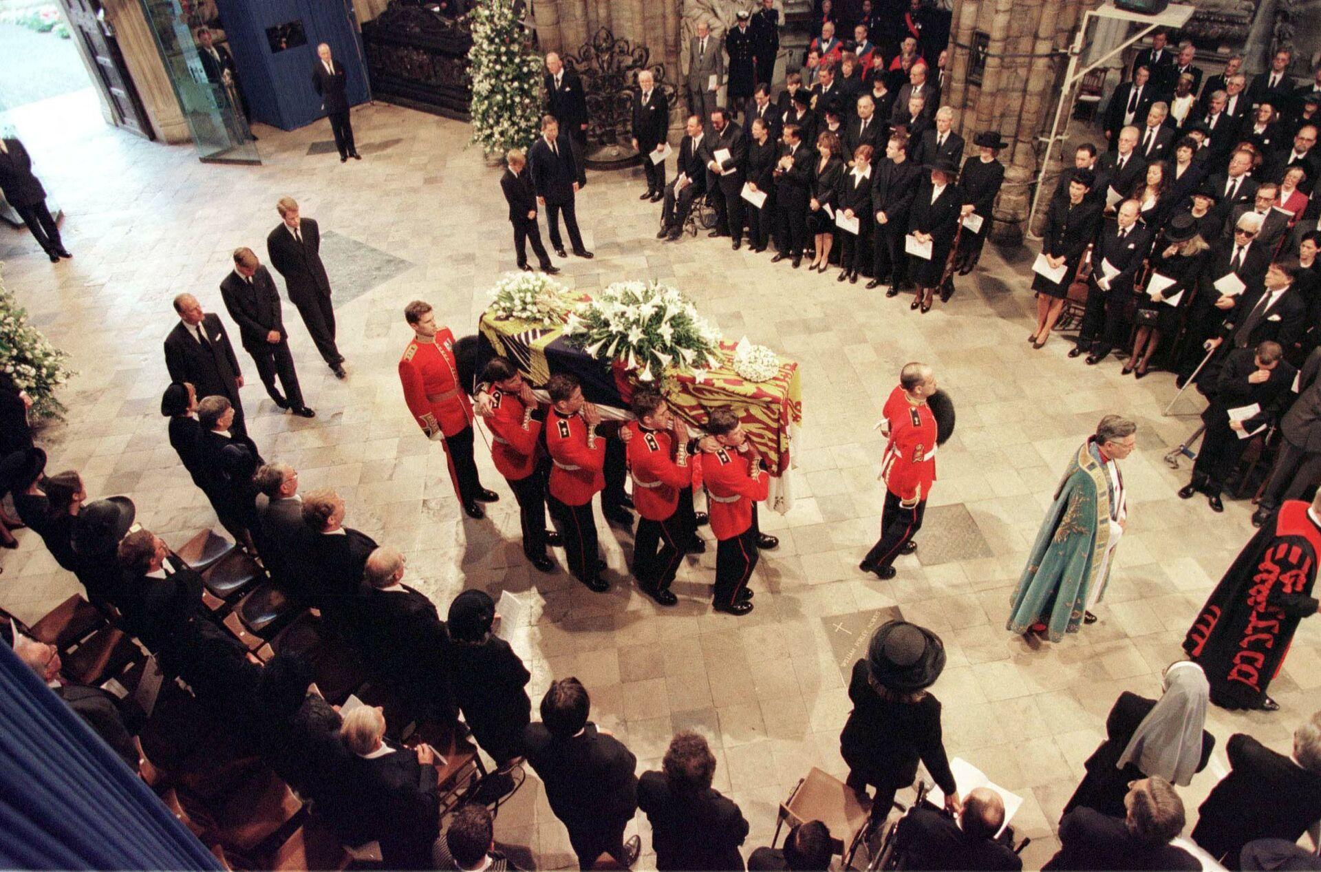 Похороны принцессы Дианы в Вестминстерском аббатстве, 6 сентября 1997 года - Sputnik Азербайджан, 1920, 01.10.2021