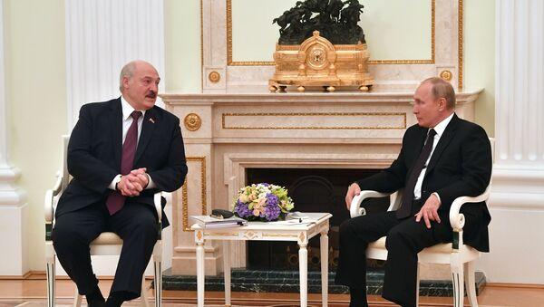 Aleksandr Lukaşenko və Vladimir Putin, 9 sentyabr 2021-ci il - Sputnik Азербайджан