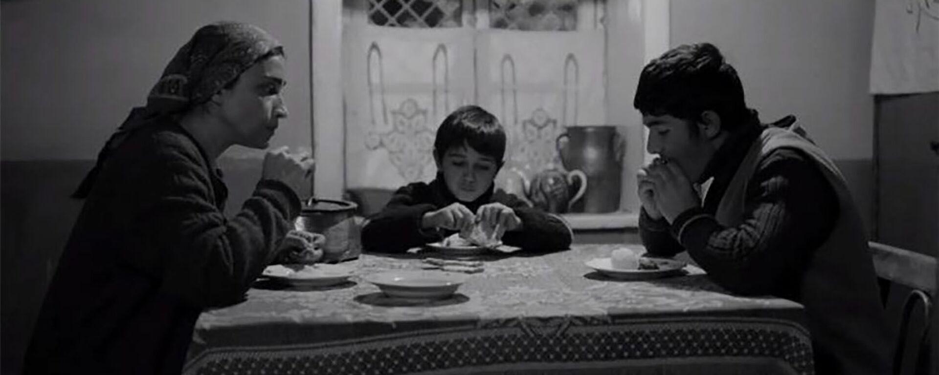 Suğra və oğulları filmindən kadr - Sputnik Azərbaycan, 1920, 13.10.2021