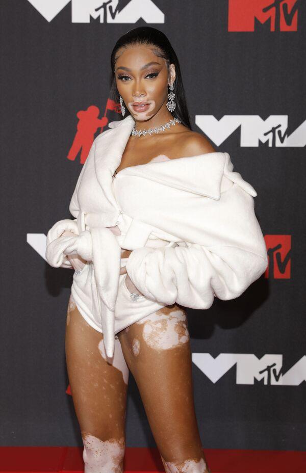 Model Vinni Harlou MTV Video Music Awards 2021 tədbirində. - Sputnik Azərbaycan