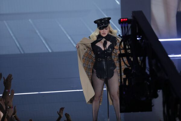 Müğənni Madonna MTV Video Music Awards 2021 tədbirində. - Sputnik Azərbaycan