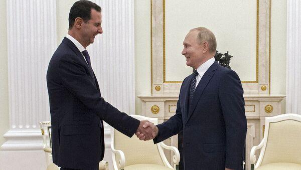 13 сентября 2021. Президент РФ Владимир Путин и президент Сирии Башар Асад (слева) во время встреч - Sputnik Азербайджан