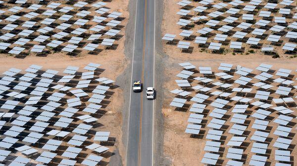 Солнечная электростанция Ivanpah в Калифорнии - Sputnik Азербайджан