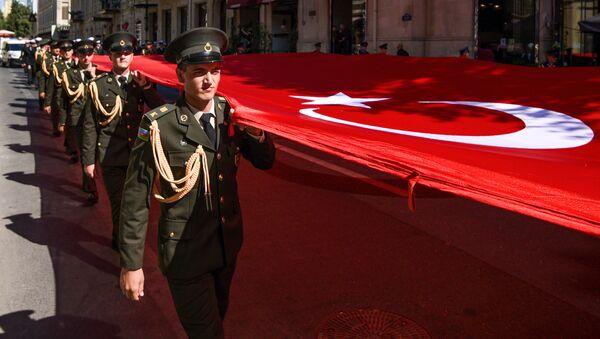 Bakının erməni-bolşevik birləşmələrinin işğalından azad olunmasının 103-cü ildönümü ilə bağlı paytaxtda yürüş. - Sputnik Азербайджан